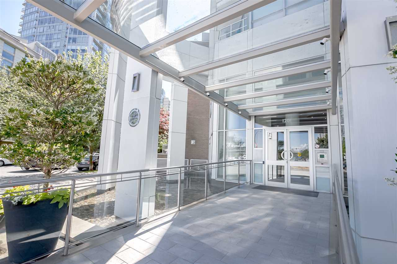 Main Photo: 1602 1201 MARINASIDE Crescent in Vancouver: Yaletown Condo for sale (Vancouver West)  : MLS®# R2401995