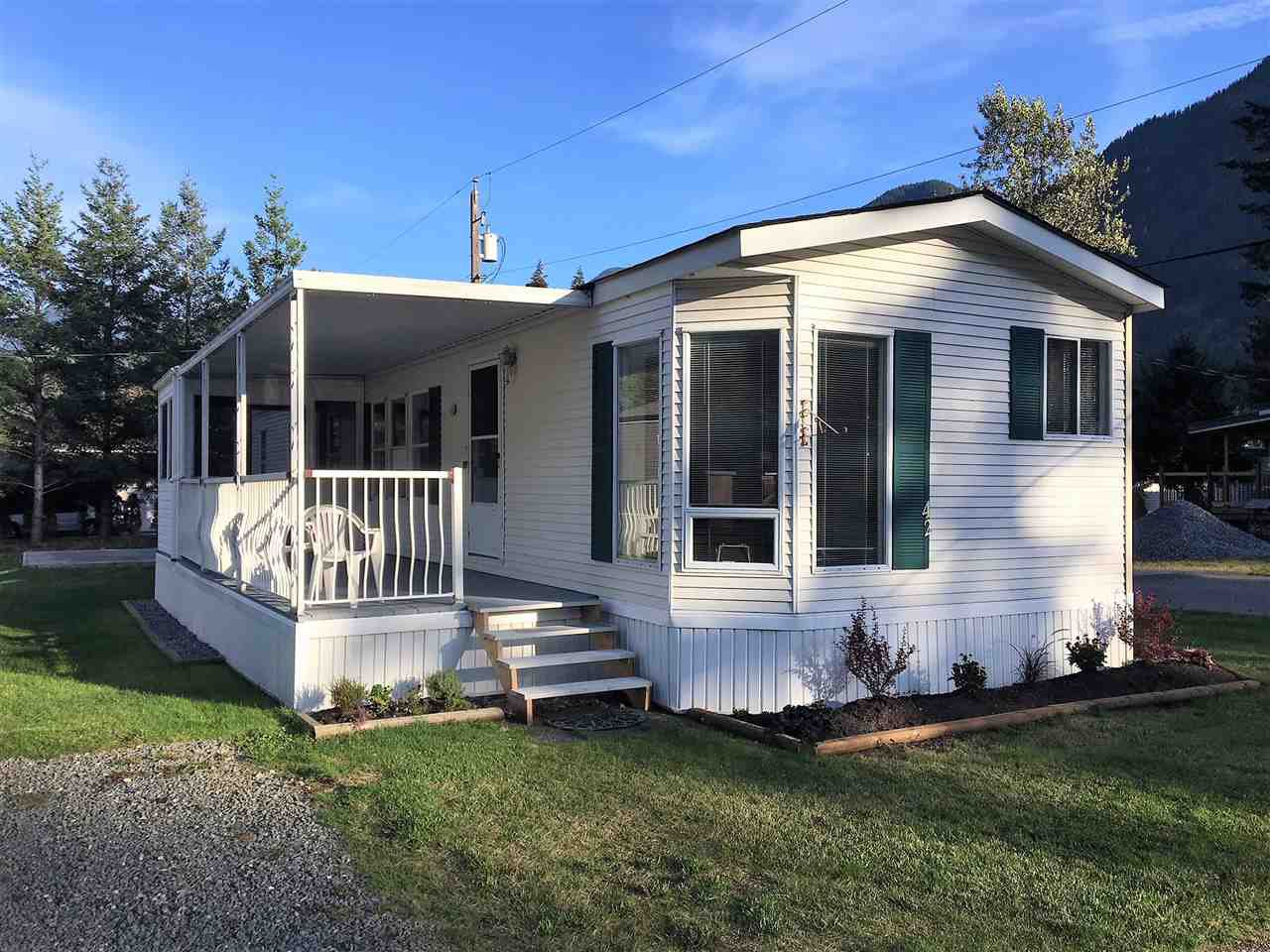 "Main Photo: 42 65367 KAWKAWA LAKE Road in Hope: Hope Kawkawa Lake Manufactured Home for sale in ""CRYSTAL RIVER COURT"" : MLS®# R2402405"