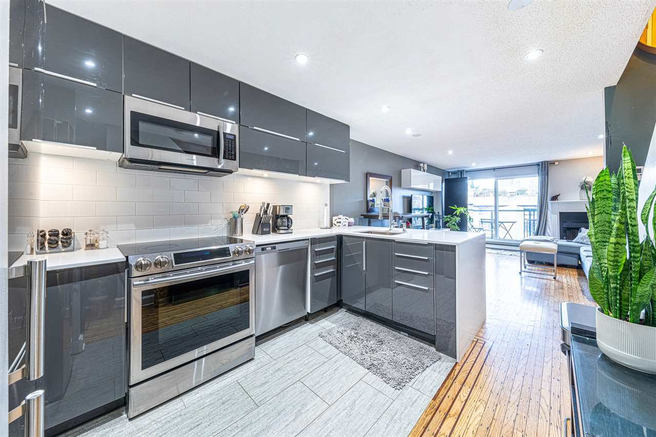 "Main Photo: 17 1345 W 4TH Avenue in Vancouver: False Creek Townhouse for sale in ""Granville Island Village"" (Vancouver West)  : MLS®# R2428344"
