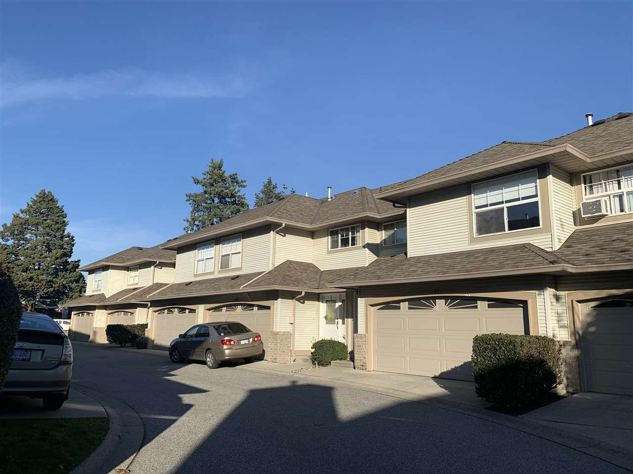 """Main Photo: 22 12165 75 Avenue in Surrey: West Newton Townhouse for sale in """"Strawberry Hill Estates"""" : MLS®# R2514051"""