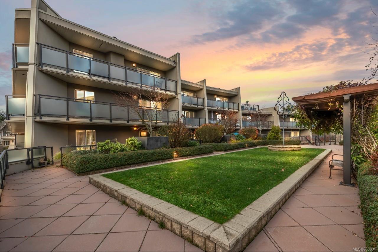 Main Photo: 212 1419 Stadacona Ave in : Vi Fernwood Condo for sale (Victoria)  : MLS®# 860894