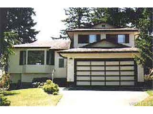 Main Photo: 999 Lucas Ave in VICTORIA: SE Lake Hill Single Family Detached for sale (Saanich East)  : MLS®# 134103