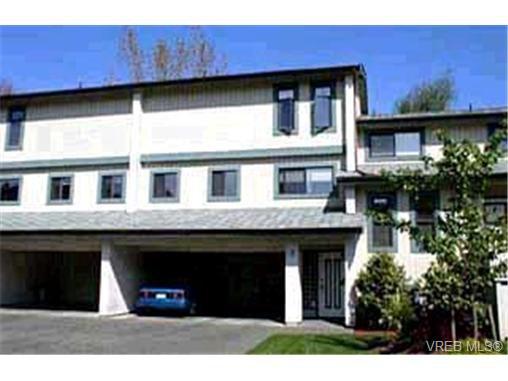 Main Photo: 2 1480 Garnet Pl in VICTORIA: SE Cedar Hill Row/Townhouse for sale (Saanich East)  : MLS®# 309989