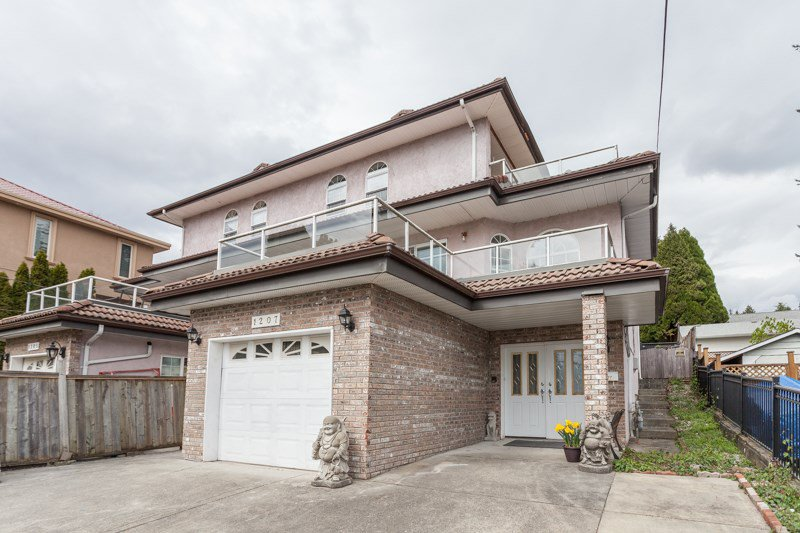 Main Photo: 1207 THOMAS AVENUE in Coquitlam: Maillardville House 1/2 Duplex for sale : MLS®# R2057488