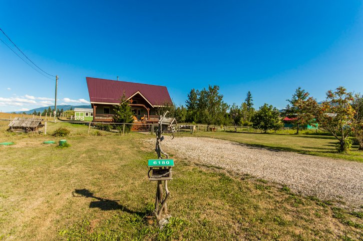 Main Photo: 6180 Northwest 40 Street in Salmon Arm: Gleneden House for sale (NW Salmon Arm)  : MLS®# 10123633