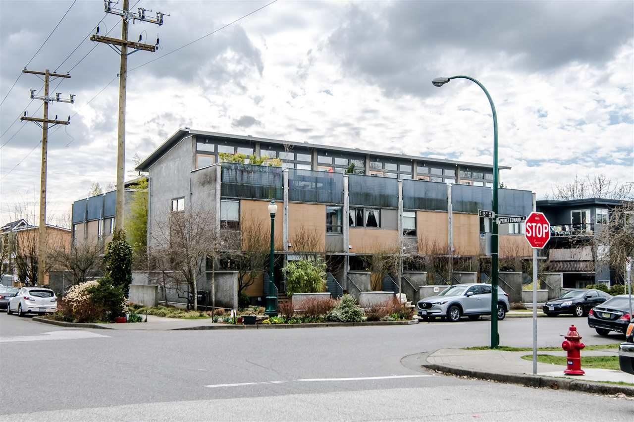 Main Photo: 396 E 15TH AVENUE in Vancouver: Mount Pleasant VE Townhouse for sale (Vancouver East)  : MLS®# R2356682