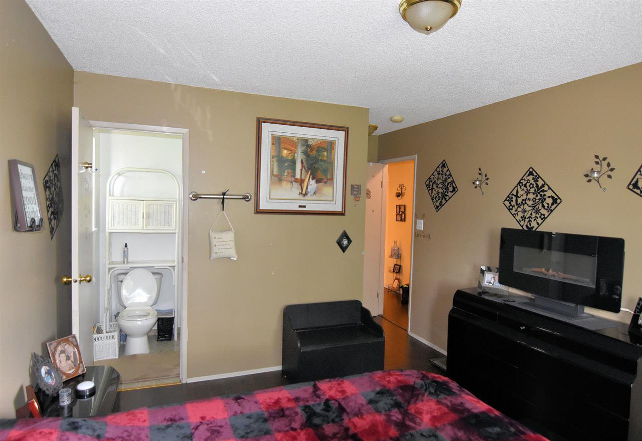 Photo 10: Photos: 1621 KING GEORGE Boulevard in Surrey: King George Corridor House 1/2 Duplex for sale (South Surrey White Rock)  : MLS®# R2461955