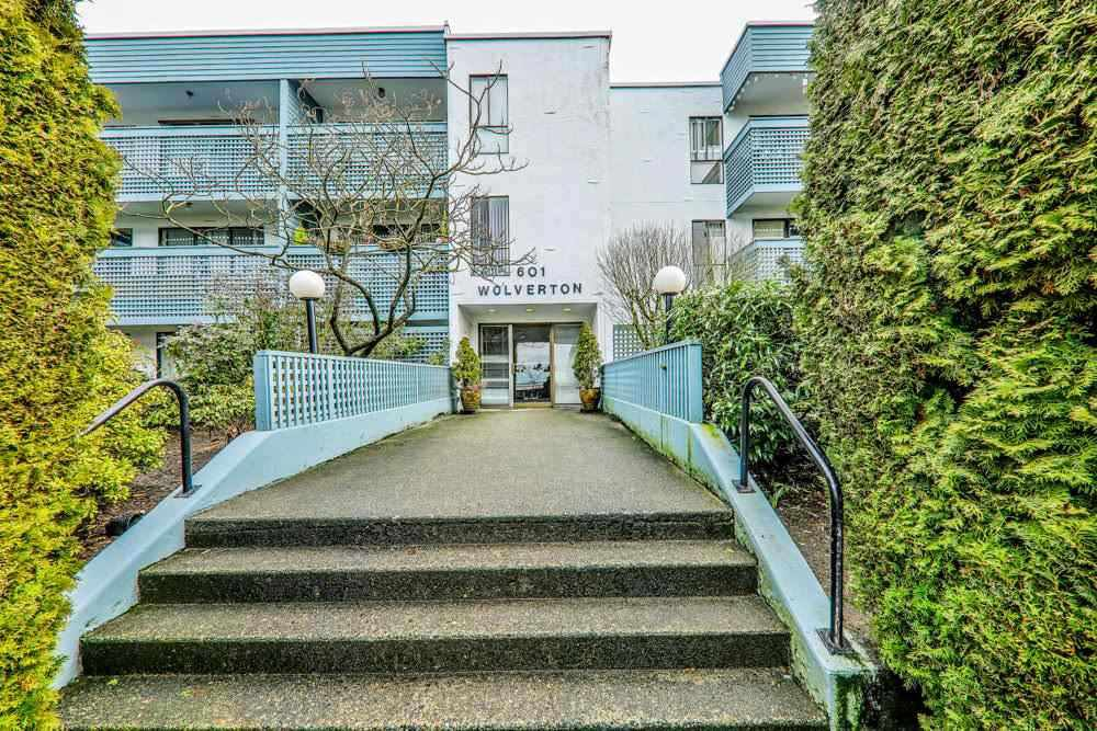 "Main Photo: 101 601 NORTH Road in Coquitlam: Coquitlam West Condo for sale in ""WOLVERTON"" : MLS®# R2498798"