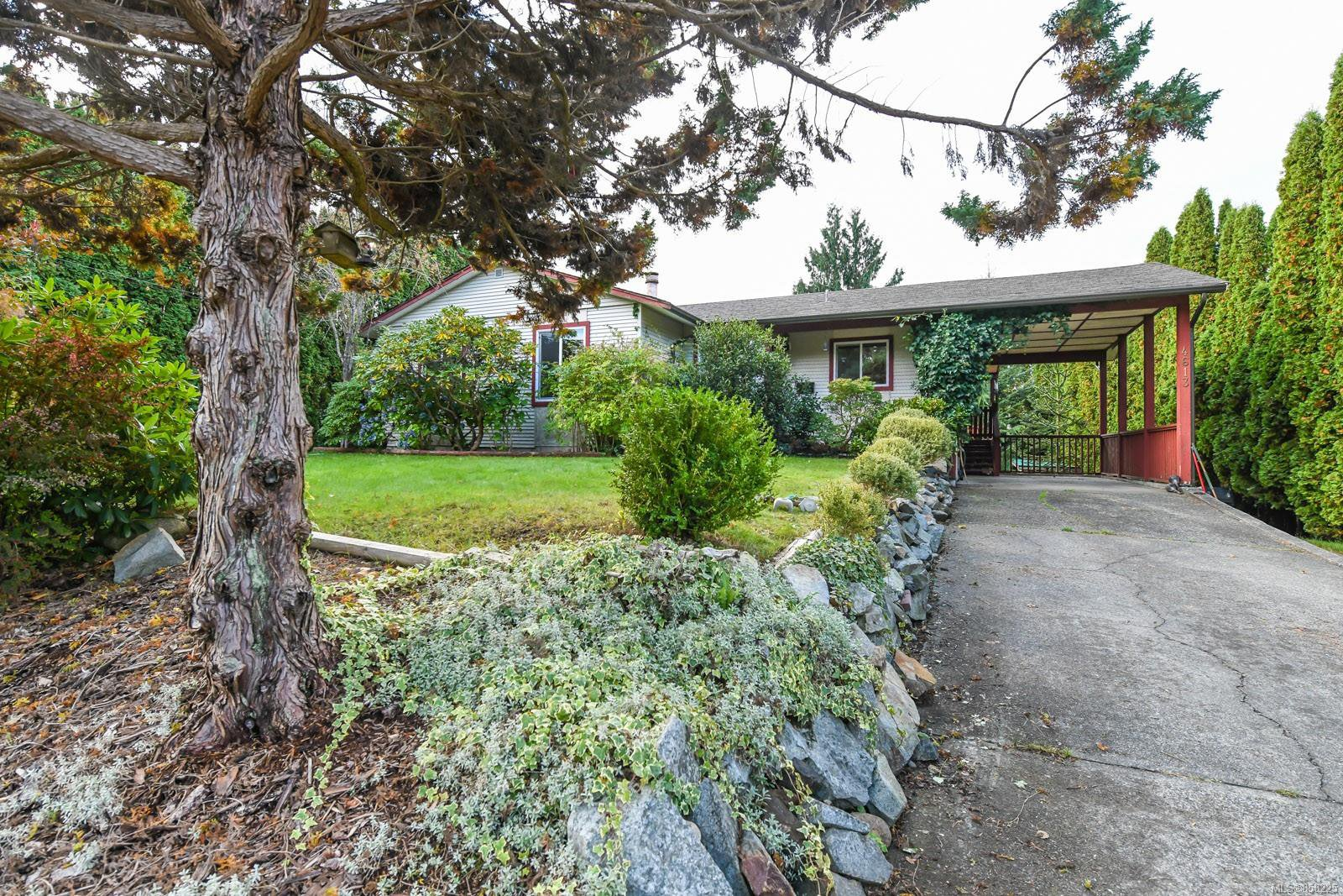Main Photo: 4613 Gail Cres in : CV Courtenay North House for sale (Comox Valley)  : MLS®# 858225
