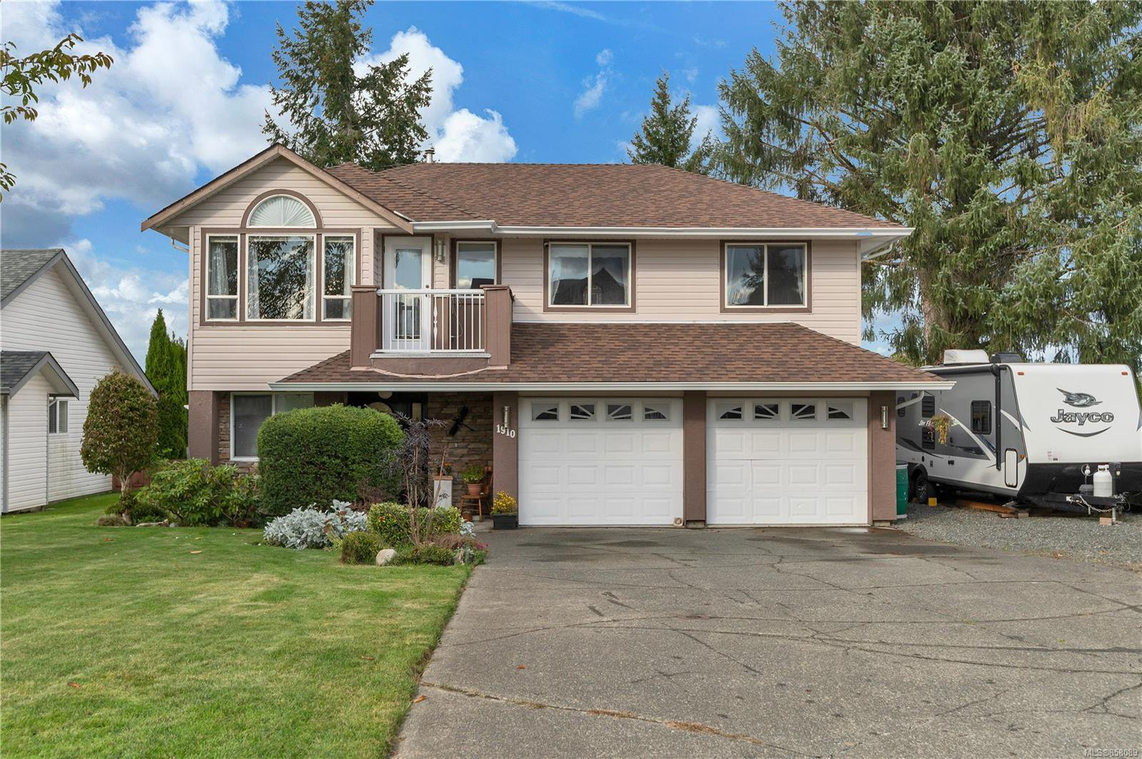 Main Photo: 1910 Cheviot Rd in : CR Campbell River North House for sale (Campbell River)  : MLS®# 858089