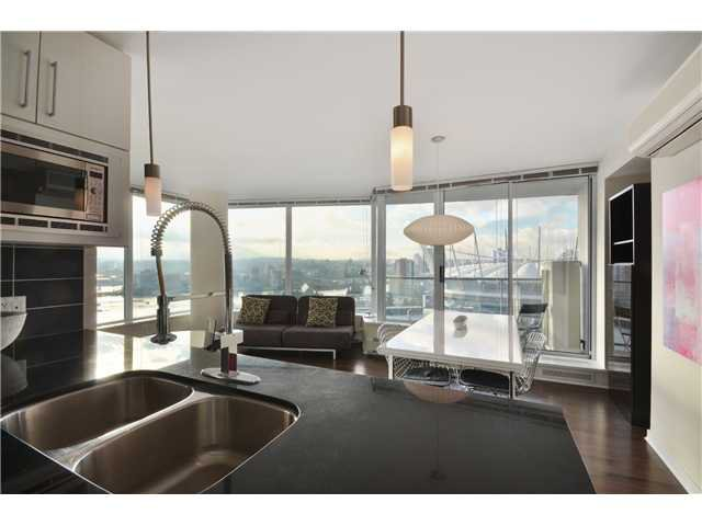 """Photo 4: Photos: # 2505 689 ABBOTT ST in Vancouver: Downtown VW Condo for sale in """"ESPANA 1"""" (Vancouver West)  : MLS®# V988273"""
