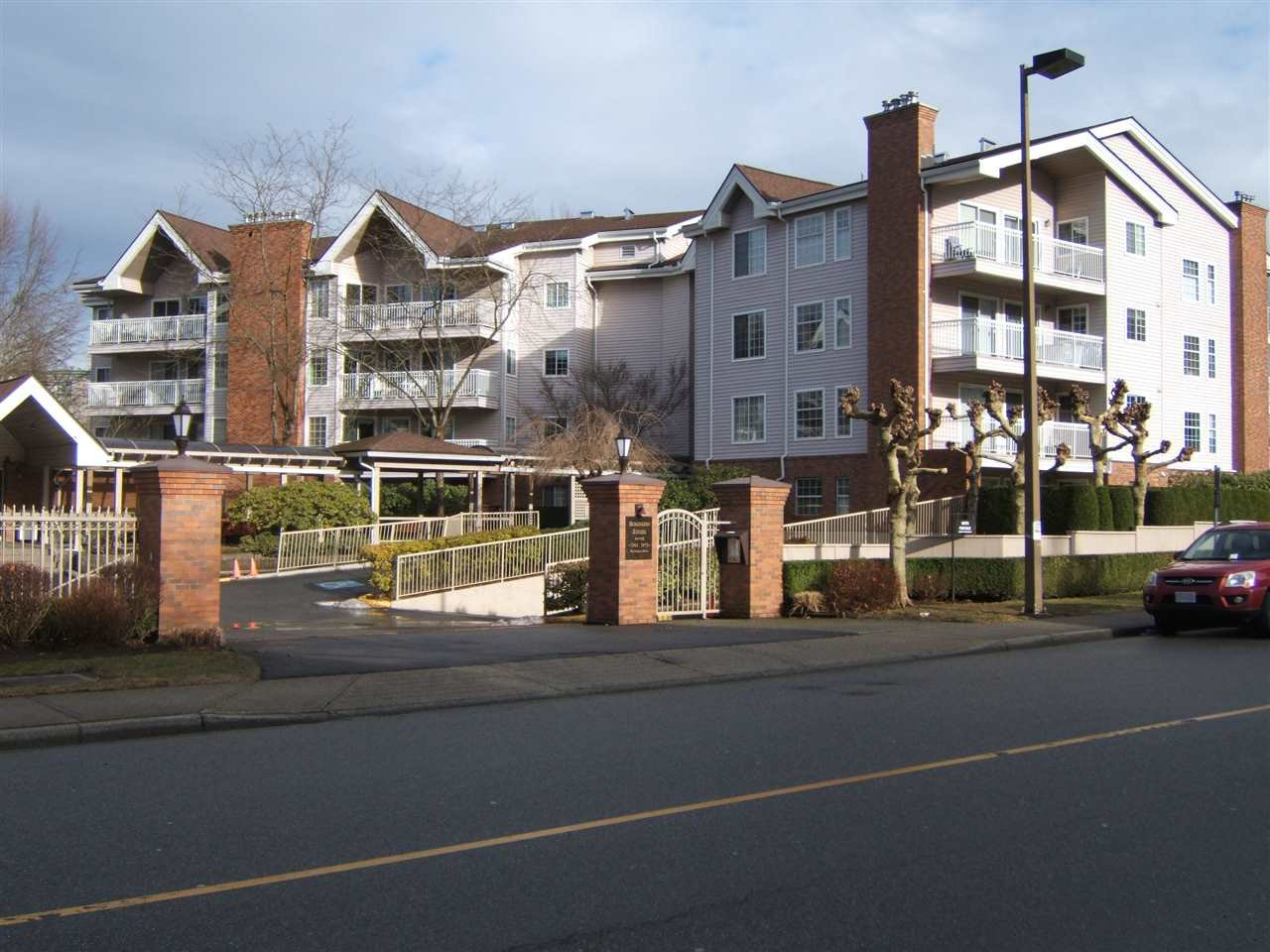 Main Photo: 306 2973 BURLINGTON DRIVE in : North Coquitlam Condo for sale : MLS®# R2131260
