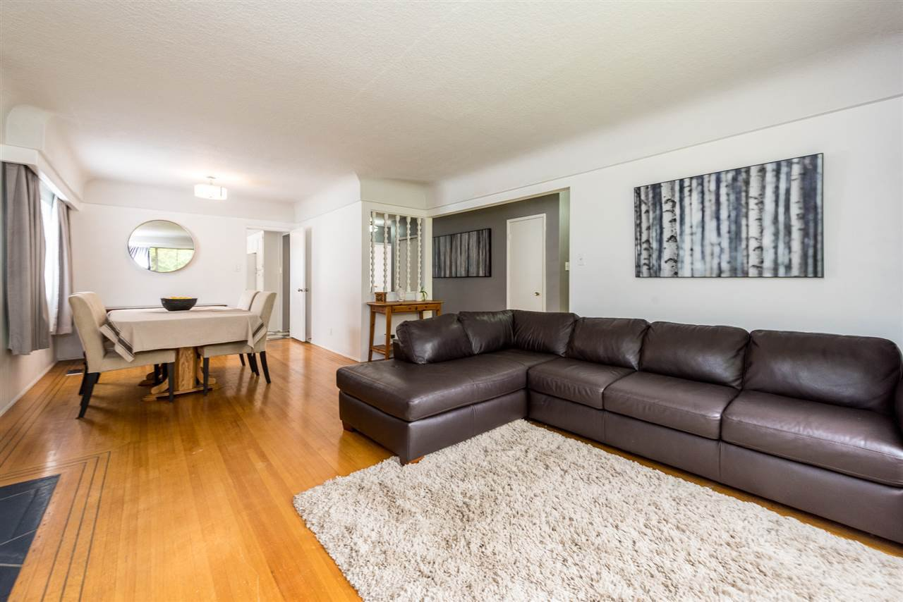 Photo 2: Photos: 6515 KERR Street in Vancouver: Killarney VE House for sale (Vancouver East)  : MLS®# R2392985
