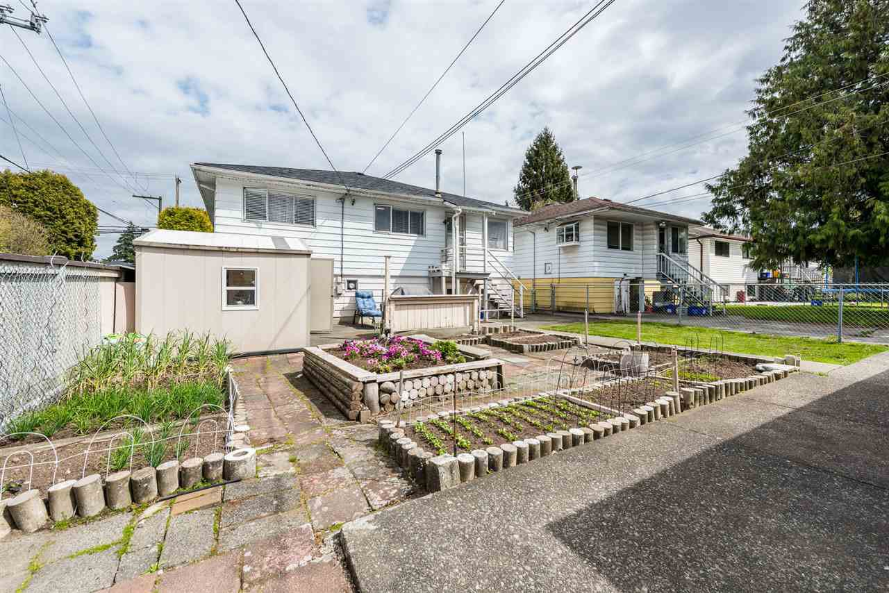 Photo 15: Photos: 6515 KERR Street in Vancouver: Killarney VE House for sale (Vancouver East)  : MLS®# R2392985