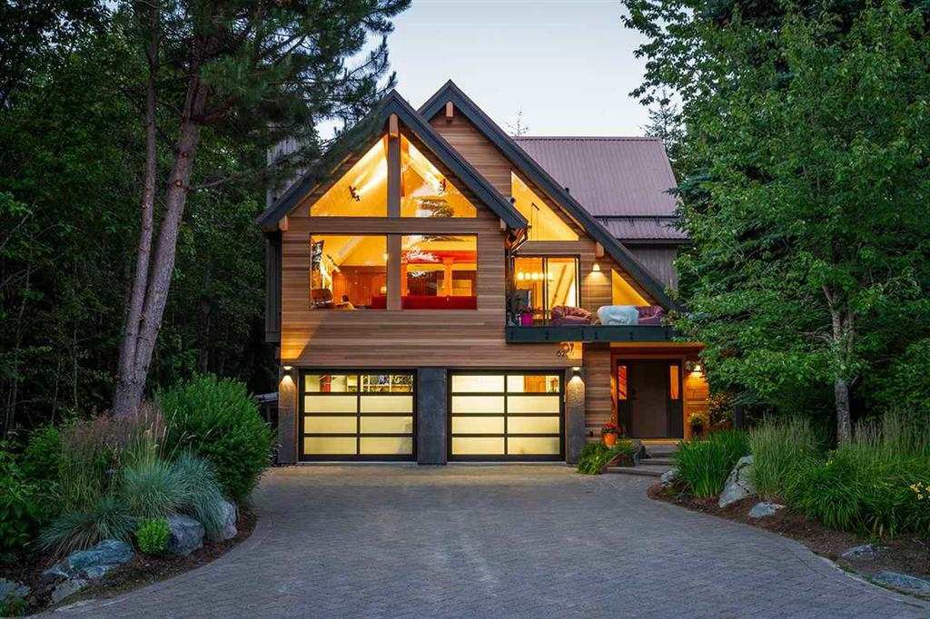 """Main Photo: 6207 EAGLE Drive in Whistler: Whistler Cay Heights House for sale in """"Whistler Cay"""" : MLS®# R2393293"""