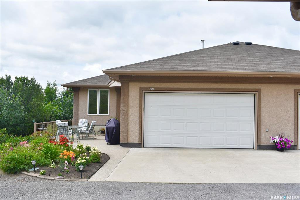 Main Photo: 100 Katepwaview Place in Katepwa Beach: Residential for sale : MLS®# SK817903