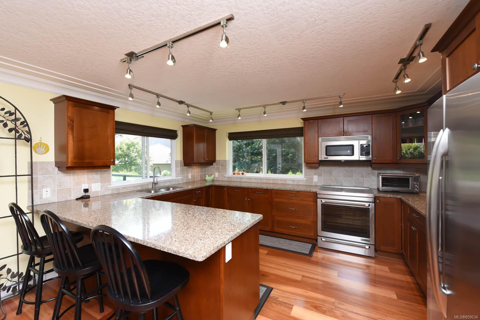 Main Photo: 108 199 31st St in : CV Courtenay City Condo for sale (Comox Valley)  : MLS®# 859034