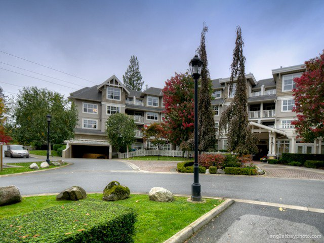 Main Photo: 312 960 LYNN VALLEY Road in North Vancouver: Lynn Valley Condo for sale : MLS®# V990743