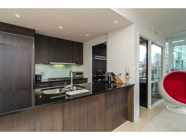 """Main Photo: 1503 1455 HOWE Street in Vancouver: Yaletown Condo for sale in """"POMARIA"""" (Vancouver West)  : MLS®# V997869"""