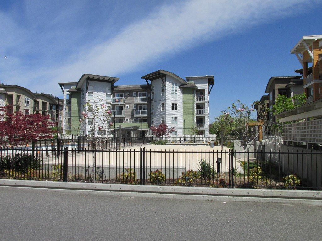 Main Photo: 111 563 Yates Road in : North Glenmore Condo for sale (Kelowna)  : MLS®#  10080730