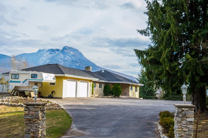 Main Photo: 6650 Southwest 15 Avenue in Salmon Arm: Panorama Ranch House for sale : MLS®# 10096171