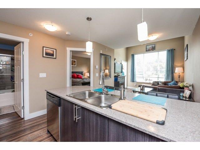 Photo 6: Photos: 401 2565 Campbell Avenue: Condo for sale (Abbotsford)  : MLS®# R2075391