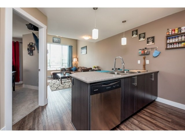 Photo 3: Photos: 401 2565 Campbell Avenue: Condo for sale (Abbotsford)  : MLS®# R2075391
