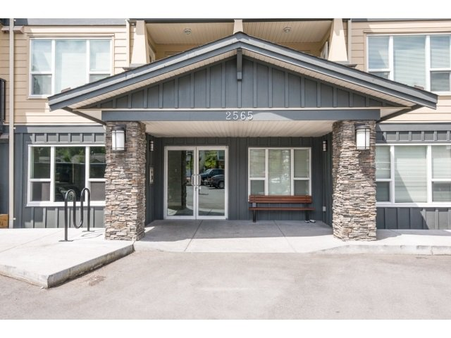 Main Photo: 401 2565 Campbell Avenue: Condo for sale (Abbotsford)  : MLS®# R2075391