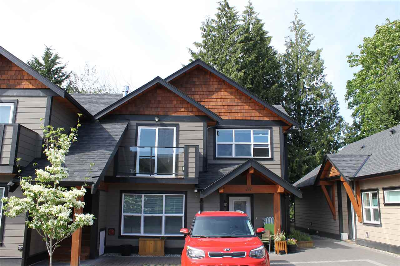 Main Photo: 207 518 SHAW ROAD in Gibsons: Gibsons & Area Townhouse for sale (Sunshine Coast)  : MLS®# R2053889
