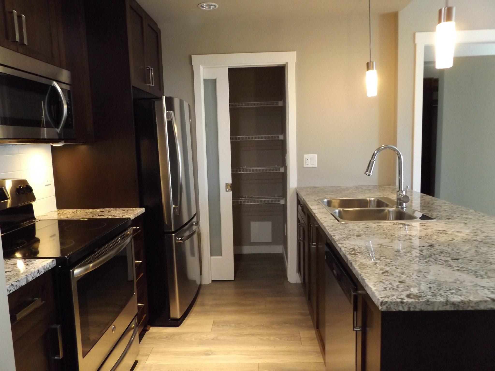 Photo 2: Photos: #308 2242 Whatcom Rd in Abbotsford: Abbotsford East Condo for rent