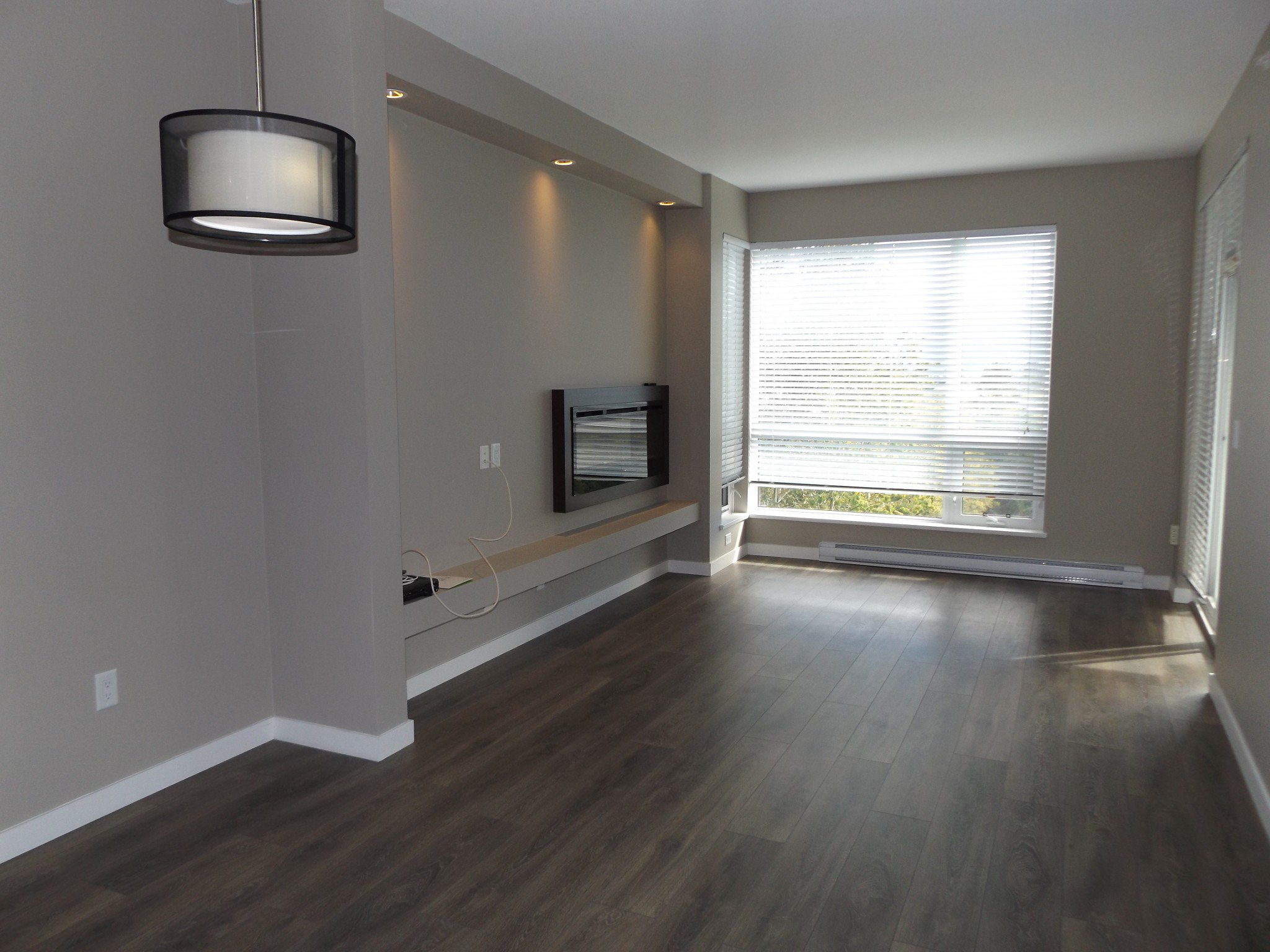 Photo 5: Photos: #308 2242 Whatcom Rd in Abbotsford: Abbotsford East Condo for rent