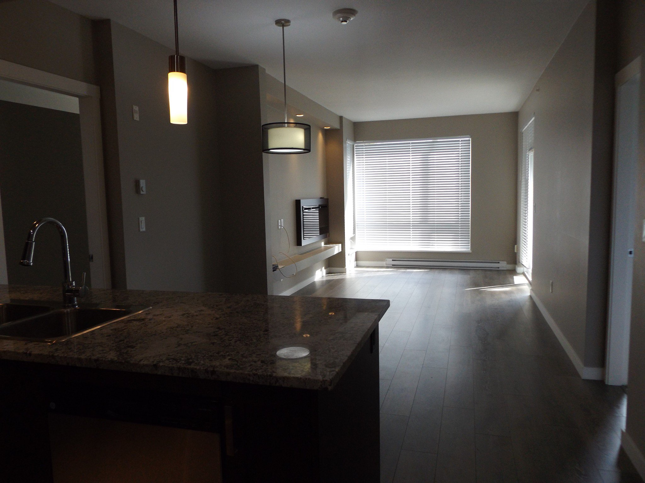 Photo 4: Photos: #308 2242 Whatcom Rd in Abbotsford: Abbotsford East Condo for rent