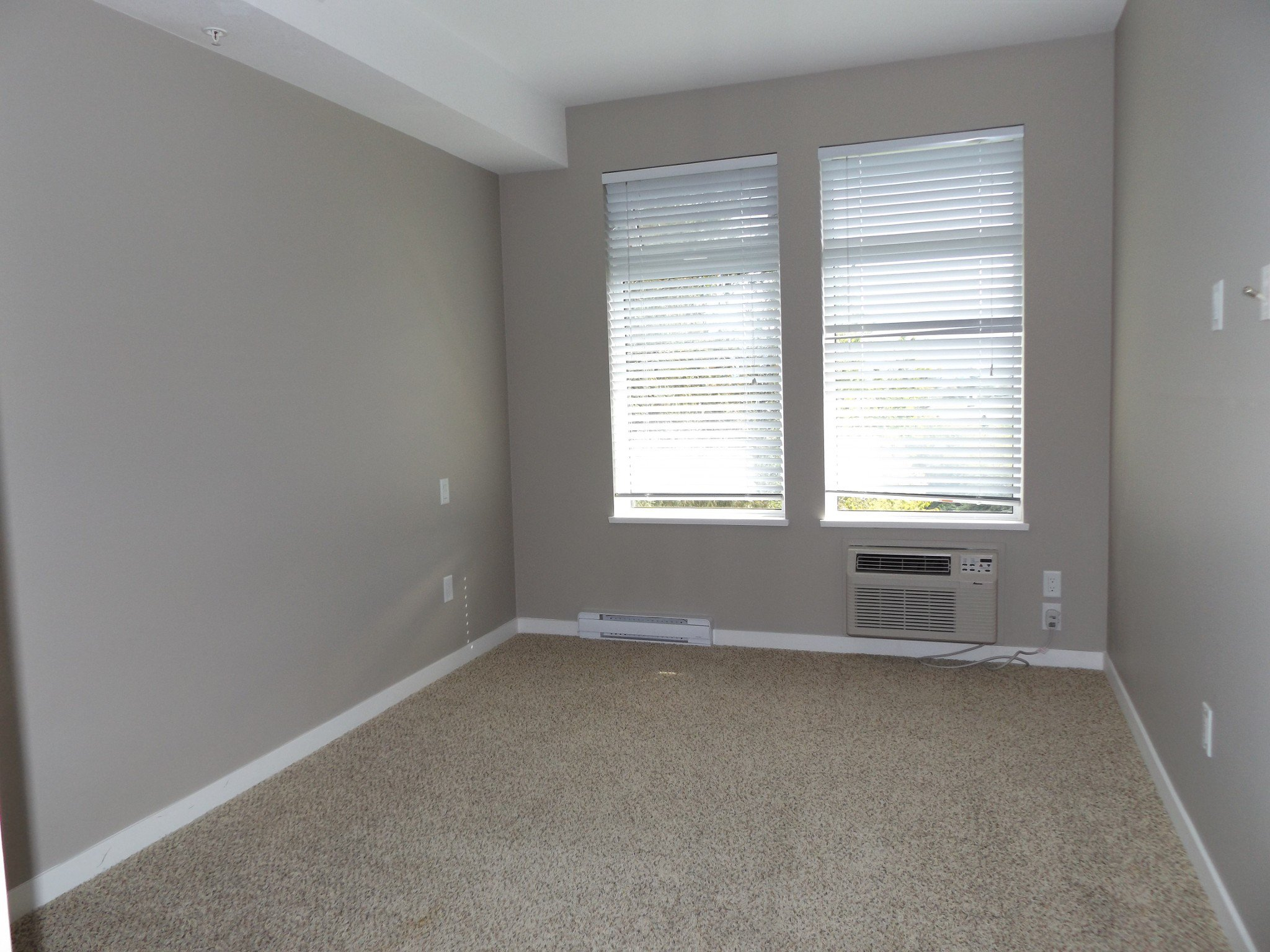 Photo 7: Photos: #308 2242 Whatcom Rd in Abbotsford: Abbotsford East Condo for rent