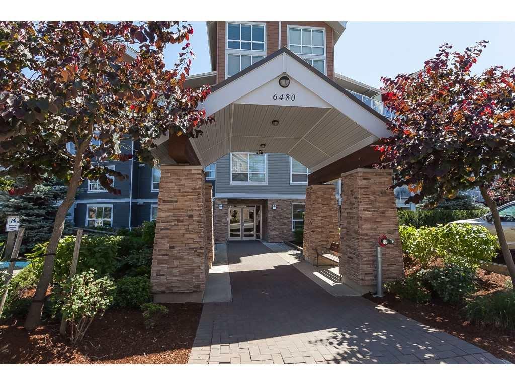 "Main Photo: 112 6480 194 Street in Surrey: Clayton Condo for sale in ""WATERSTONE - ESPLANADE"" (Cloverdale)  : MLS®# R2391477"