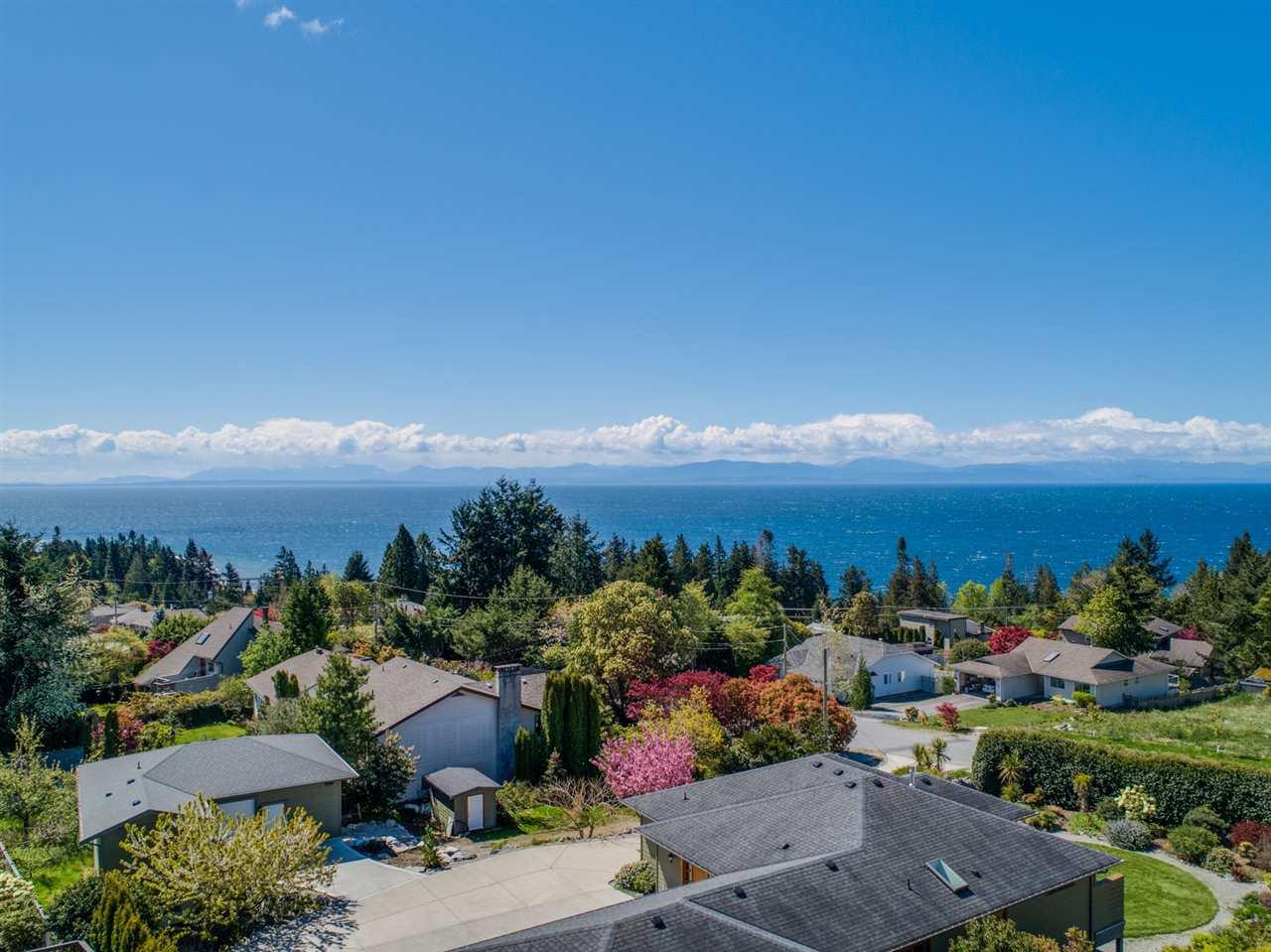Photo 16: Photos: 4983 ARBUTUS Road in Sechelt: Sechelt District House for sale (Sunshine Coast)  : MLS®# R2427502