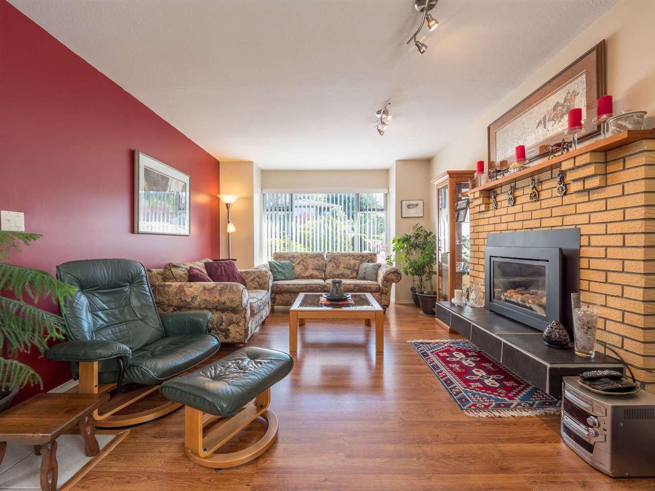 Photo 2: Photos: 4983 ARBUTUS Road in Sechelt: Sechelt District House for sale (Sunshine Coast)  : MLS®# R2427502