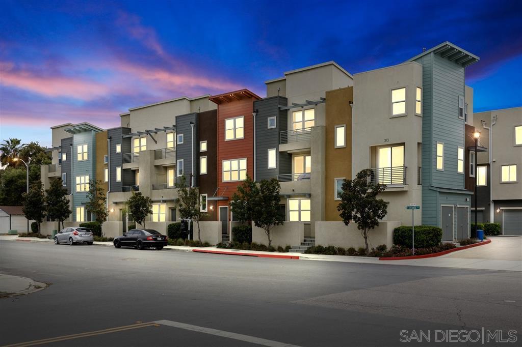 Main Photo: SOUTHWEST ESCONDIDO Townhome for sale : 3 bedrooms : 313 S Orange Street #206 in Escondido