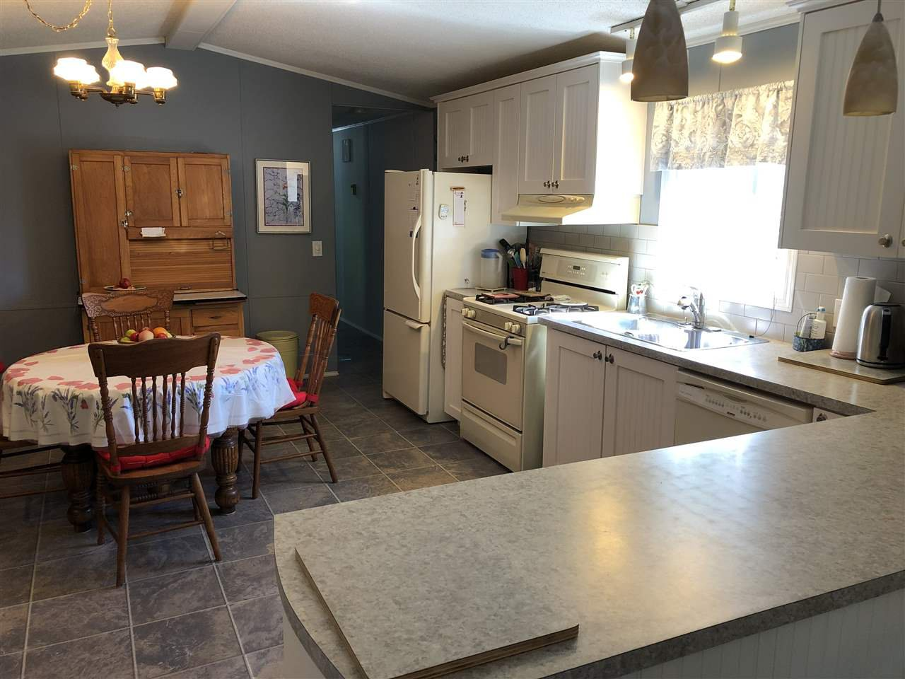 "Photo 11: Photos: 45 4116 BROWNING Road in Sechelt: Sechelt District Manufactured Home for sale in ""ROCKLAND WYND"" (Sunshine Coast)  : MLS®# R2472545"