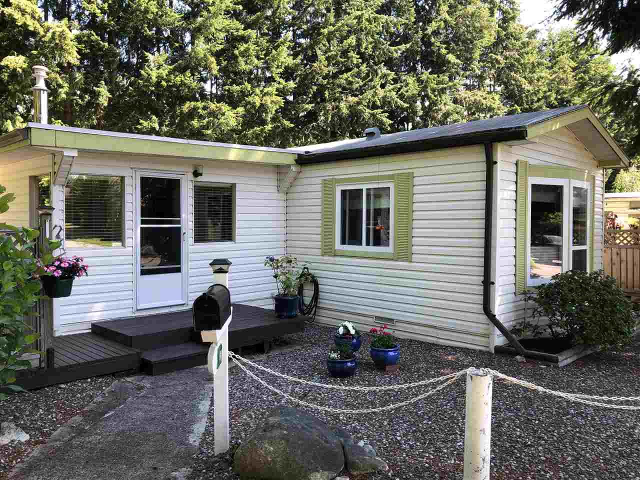 "Main Photo: 45 4116 BROWNING Road in Sechelt: Sechelt District Manufactured Home for sale in ""ROCKLAND WYND"" (Sunshine Coast)  : MLS®# R2472545"
