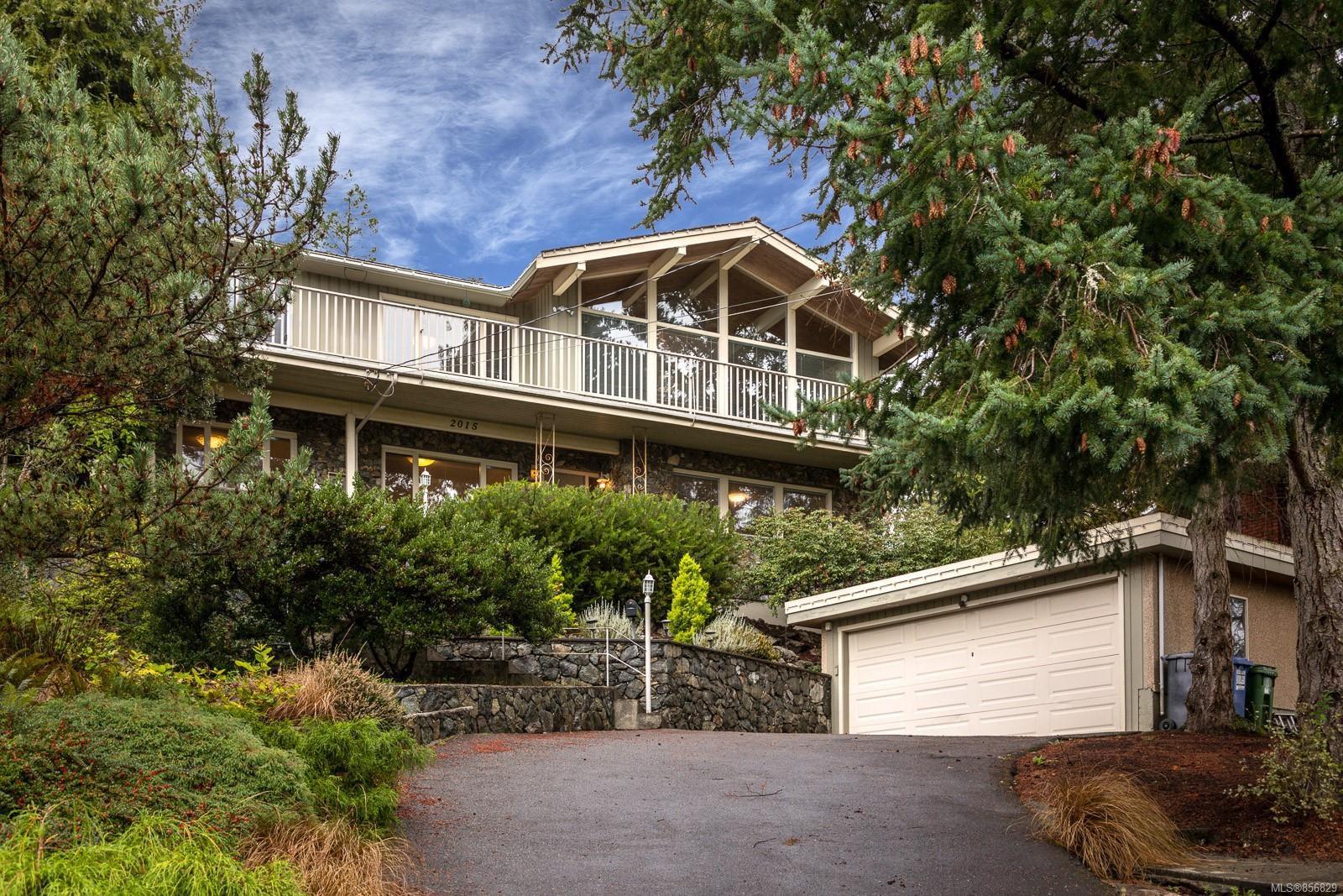 Main Photo: 2015 Pelly Pl in : OB Henderson House for sale (Oak Bay)  : MLS®# 856829