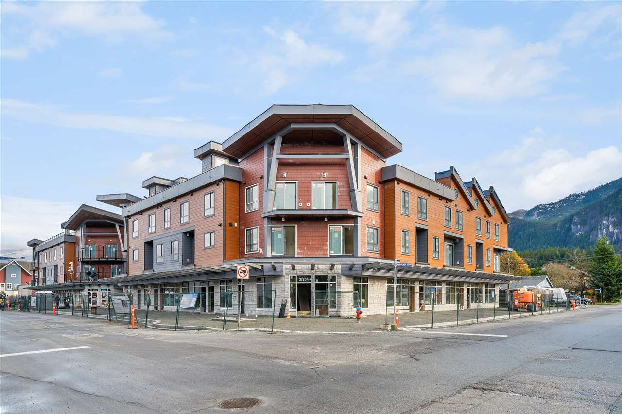 Main Photo: SL26 37830 THIRD Avenue in Squamish: Downtown SQ Townhouse for sale : MLS®# R2521952