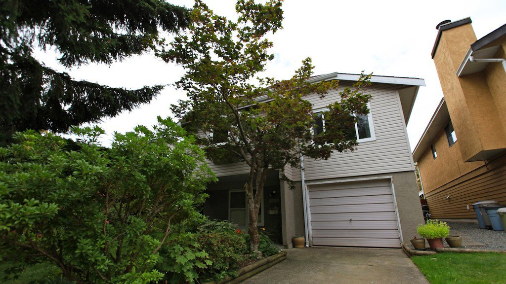 Main Photo: 6039 195A Street in Surrey: Cloverdale BC House for sale (Cloverdale)  : MLS®# F1221258