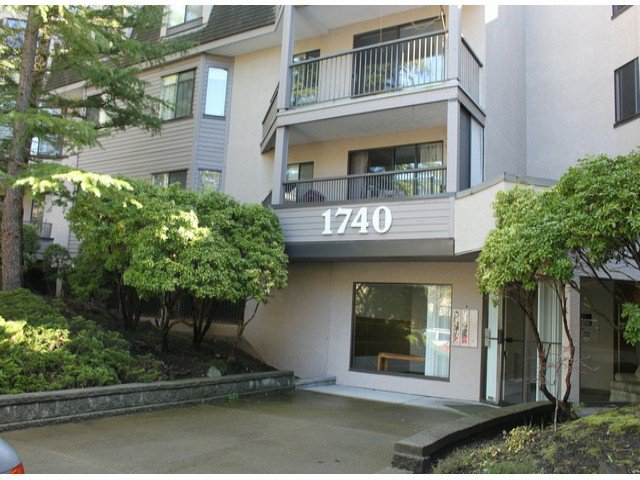 "Main Photo: 217 1740 SOUTHMERE Crescent in Surrey: Sunnyside Park Surrey Condo for sale in ""Capston Way"" (South Surrey White Rock)  : MLS®# F1306769"