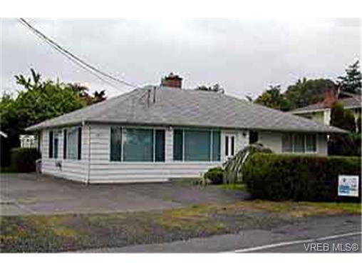 Main Photo: 1827 Grandview Dr in VICTORIA: SE Gordon Head Single Family Detached for sale (Saanich East)  : MLS®# 234019