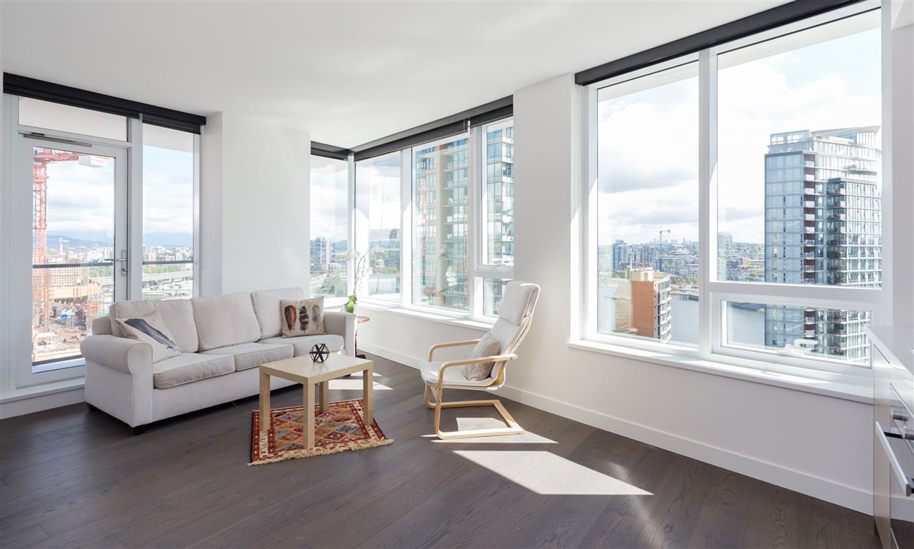 Main Photo: 1756 38 SMITHE STREET in Vancouver: Yaletown Condo for sale (Vancouver West)  : MLS®# R2106045