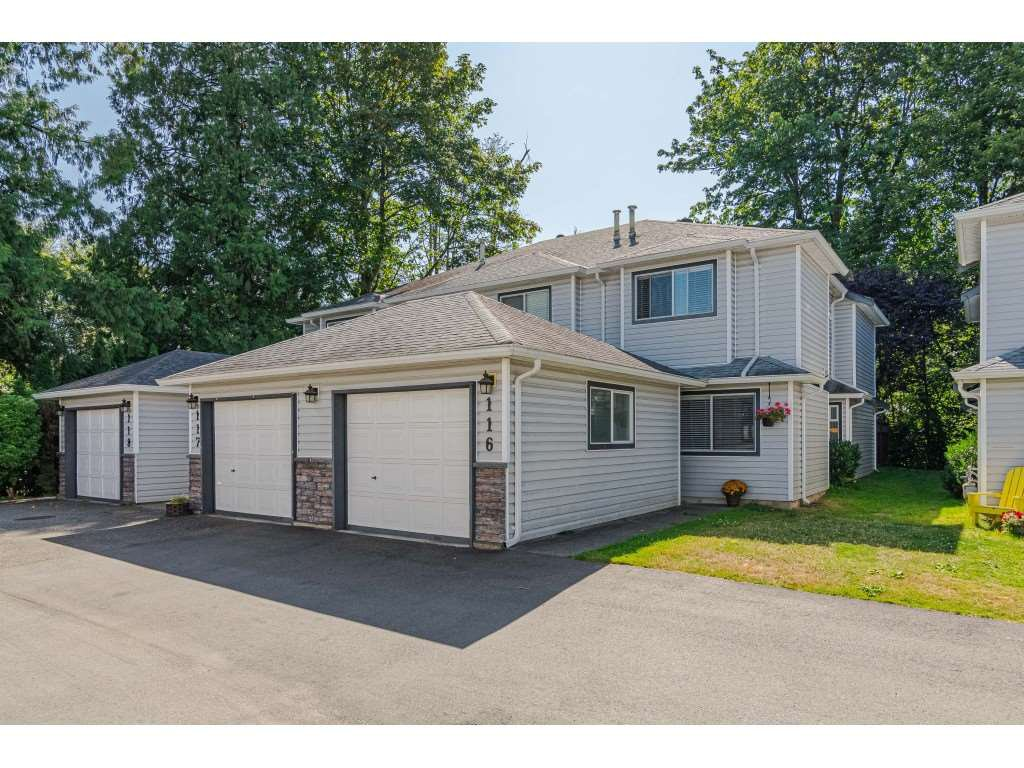 "Main Photo: 116 9507 208 Street in Langley: Walnut Grove Townhouse for sale in ""Yorkson Manor"" : MLS®# R2393330"