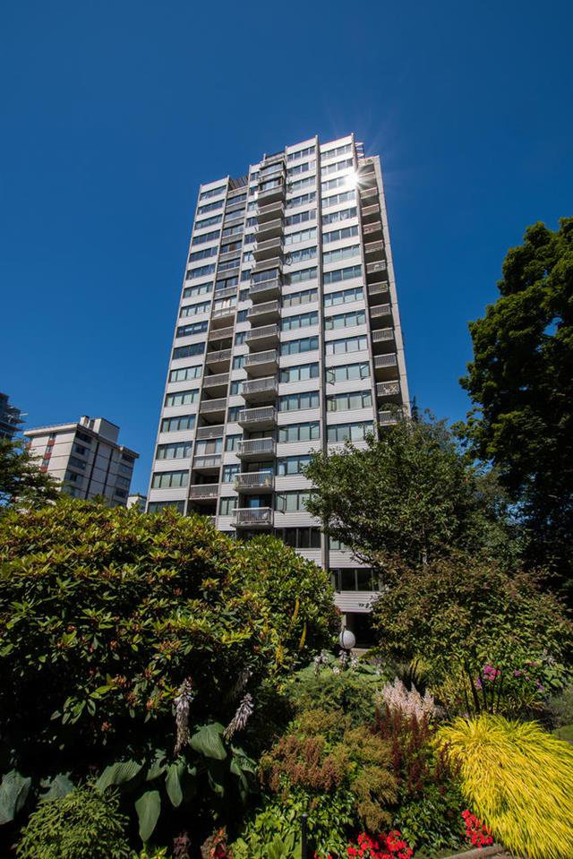 """Main Photo: 1705 1740 COMOX Street in Vancouver: West End VW Condo for sale in """"The Sandpiper"""" (Vancouver West)  : MLS®# R2479150"""