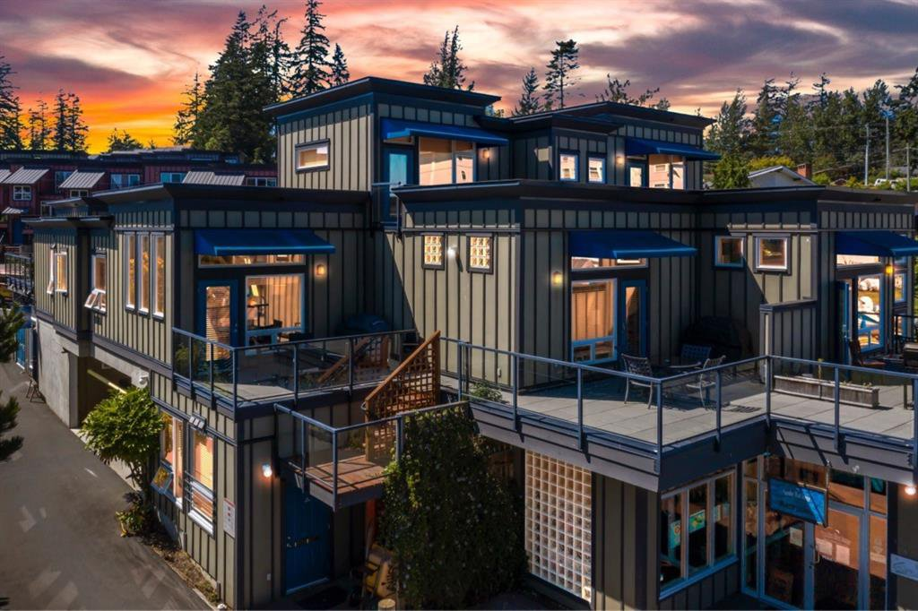 Main Photo: 103 9371 West Coast Road: Out of Province_Alberta Apartment for sale : MLS®# A1024035