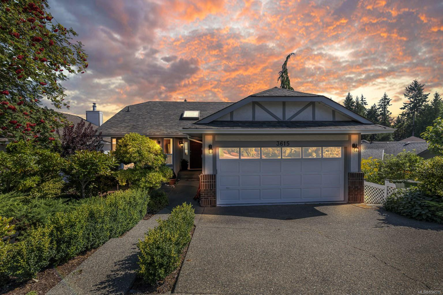 Main Photo: 3615 Park Lane in : ML Cobble Hill House for sale (Malahat & Area)  : MLS®# 854575