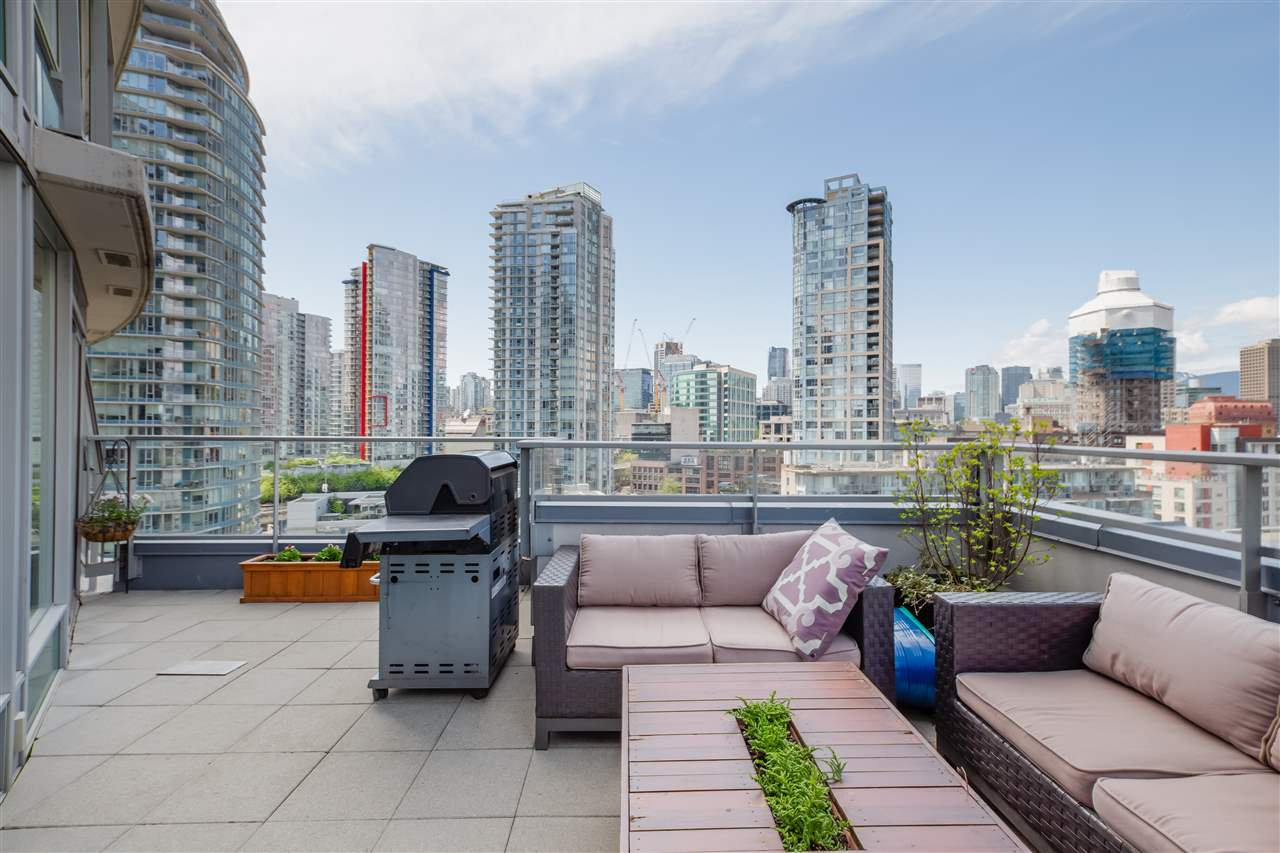 "Main Photo: 1606 58 KEEFER Place in Vancouver: Downtown VW Condo for sale in ""FIRENZE"" (Vancouver West)  : MLS®# R2496452"